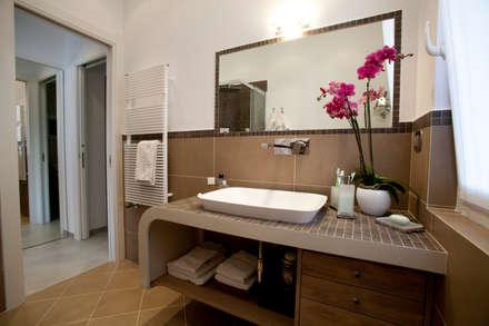 Appartamento Privato Rapallo: Bagno in stile in stile Minimalista di Studio_P - Luca Porcu Design