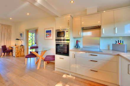 Cedarcarte Garden living: modern Kitchen by Applecrate