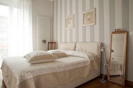 _Mondrian Home_: Camera da letto in stile in stile Classico di Alessandro Multari Ingegnere - I AM puro ingegno italiano