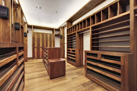 modern Dressing room by Lopez Duplan Arquitectos
