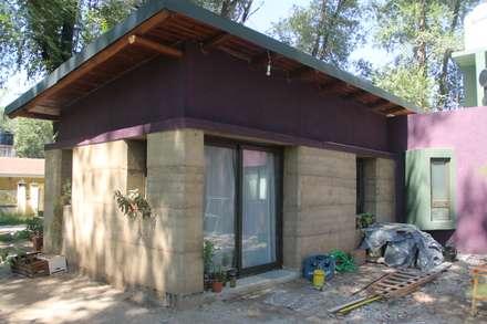 Casa Tapial: Casas de estilo rural por MULA.Arquitectos