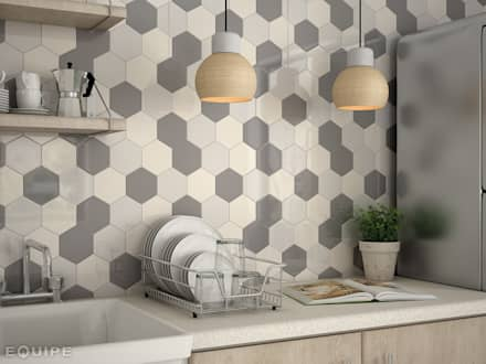 Scale Hexagon Cream, Light Grey, Dark Grey 12,4x10,7 cm: Cocinas de estilo moderno de Equipe Ceramicas