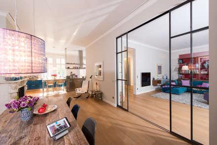 Multimedia in Stadtvilla: moderner Multimedia-Raum von Casa Integra - Solutions & HomeCinema