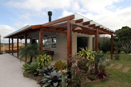 Garajes de estilo rústico por Graça Brenner Arquitetura e Interiores