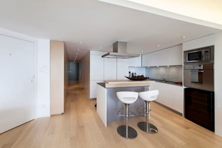MJ's RESIDENCE: minimalistic Kitchen by arctitudesign