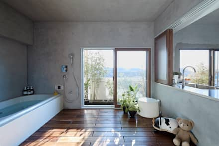 eclectic Bathroom by Takeshi Shikauchi Architect Office/鹿内健建築事務所
