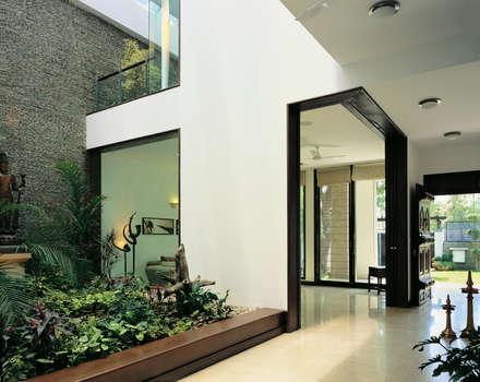B Residence : Modern Houses By Kumar Moorthy U0026 Associates