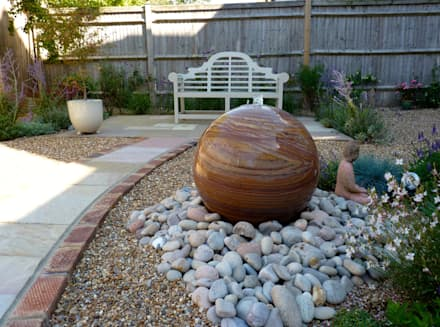 Serene Gravel Garden: modern Garden by Cornus Garden Design