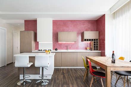 Appartamento Roma Centro: Pareti in stile  di Dal Sasso Matteo