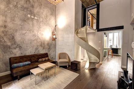 MACHIAVELLI: Soggiorno in stile in stile Industriale di MOB ARCHITECTS