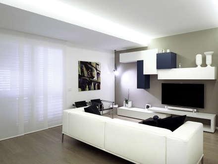 Casa BT: Soggiorno in stile in stile Moderno di Laboratorio di Progettazione Claudio Criscione Design