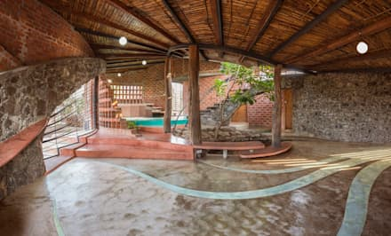 Brick House, Wada: tropical Living room by iSTUDIO Architecture