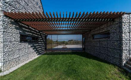 modern Garage/shed by Kropka Studio