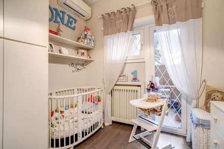 Casa MC coviello: Stanza dei bambini in stile in stile Moderno di MOB ARCHITECTS