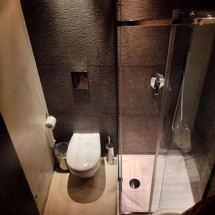 Baños de estilo moderno por Giuseppe Strippoli Designer