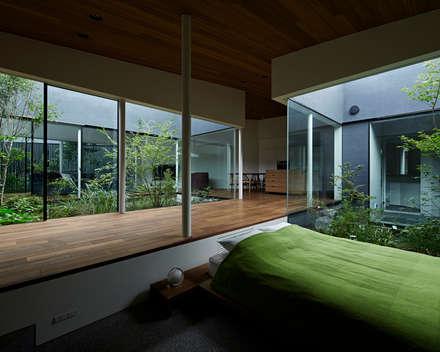 東村山の家: 石井秀樹建築設計事務所が手掛けた玄関・廊下・階段です。