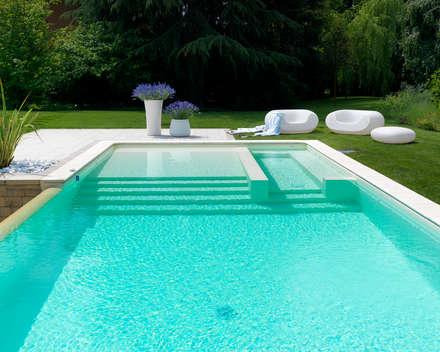 Piscina: Piscina in stile in stile Moderno di Studio d'Architettura MIRKO VARISCHI