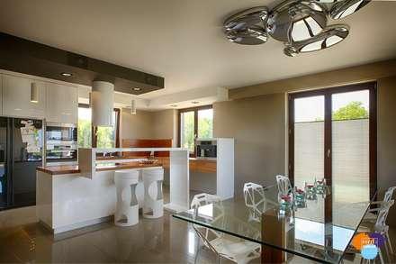 DOM W KOSZALINIE : styl , w kategorii Kuchnia zaprojektowany przez Studio Projektowe Projektive