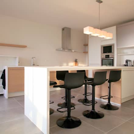 Appartement à cannes meublé entièrement par wm cuisine de style de style moderne par wm