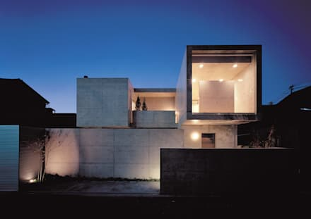 外観 夕景: atelier mが手掛けた家です。