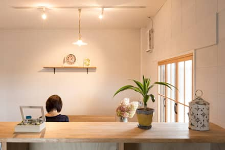 Konan office: ALTS DESIGN OFFICEが手掛けた書斎です。