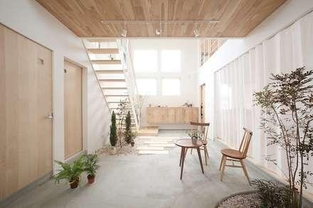 Pasillos y hall de entrada de estilo  por ALTS DESIGN OFFICE