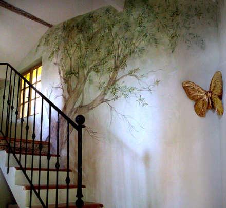 Vieil olivier : Chambre de style de style eclectique par Zuritagordian