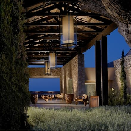 Golf Club entrance:  Hotels by MKV Design