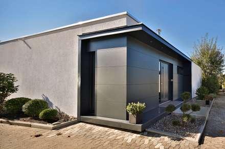 Modernisierung Bungalow: moderne Häuser von 4plus5