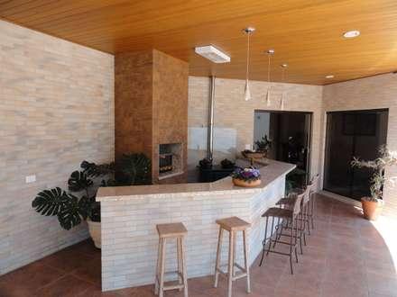 Terrace by CLÁUDIA FERRO ARQUITETOS ASSOCIADOS S/S