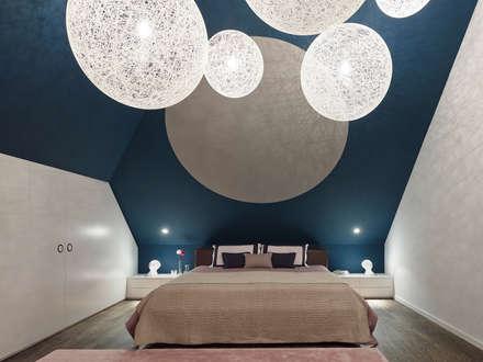 Loft ESN: moderne Schlafzimmer von Ippolito Fleitz Group – Identity Architects