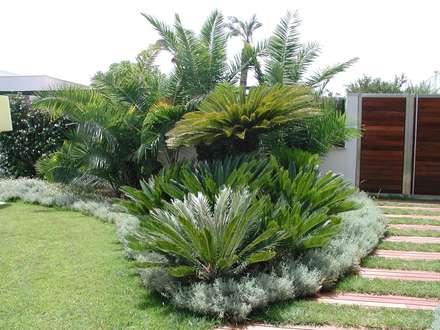 Una calda intimità: Giardino in stile  di  MELLOGIARDINI EXTERIOR DESIGNERS