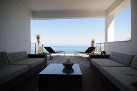 Terraza del salón: Terrazas de estilo  de SH asociados - arquitectura y diseño