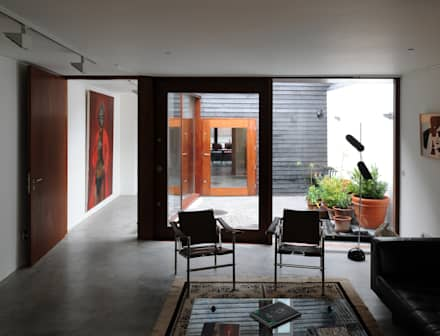 Tanners Hill:  Corridor & hallway by The Modern House