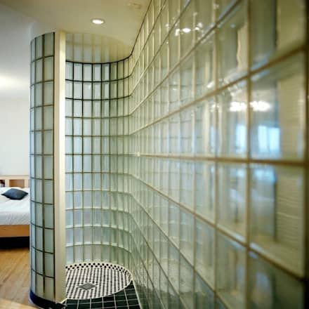Transparante badkamer: moderne Badkamer door Ab Interieurarchitect