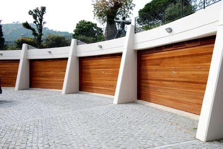 Accesos al garage: Garajes de estilo moderno de FG ARQUITECTES