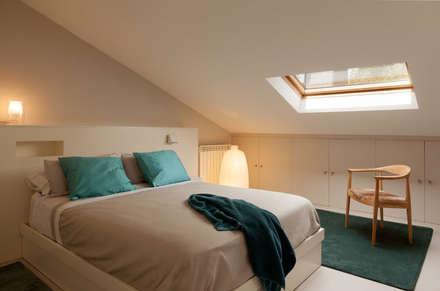 Dormitorio principal: Dormitorios de estilo moderno de ESTER SANCHEZ LASTRA