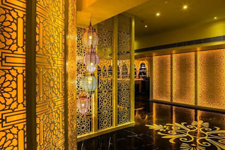 Ahad -Persian Lounge:  Hotels by Studio Interiors Infra Height Pvt Ltd