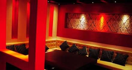 Blue d lounge :  Hotels by Studio Interiors Infra Height Pvt Ltd