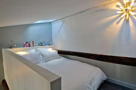 Espace nuit en mezzanine: Chambre de style de style Moderne par Marion Rocher