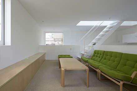 内観-リビング: アソトシヒロデザインオフィス/Toshihiro ASO Design Officeが手掛けたリビングです。