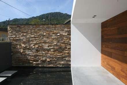 جدران و أرضيات تنفيذ Studio Zaav