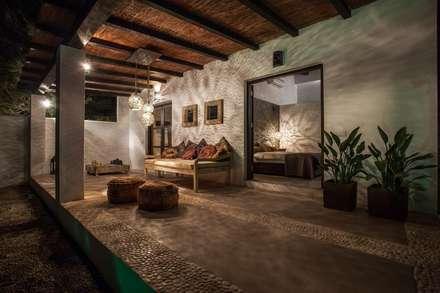 Ibiza Style: eclectische Slaapkamer door Kabaz
