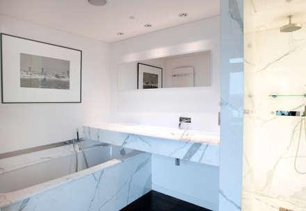 Salle de bains: Salle de bains de style  par Atelier TO-AU