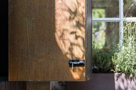 Ventilation hatch detail:  Windows  by MW Architects