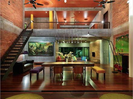 Rumah mampan berfungsi and menjimatkan wang: tropical Living room by Elaine Wall