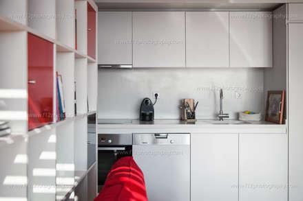 f12 Photography – Belkıs Apartment: modern tarz Mutfak