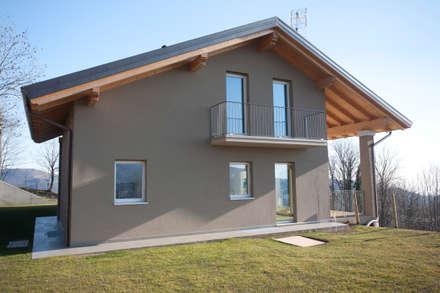 CASA GI: Case in stile in stile Moderno di marco.sbalchiero/interior.design