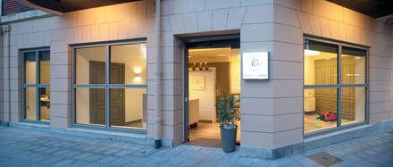 Sube Susaeta Interiorismo diseña clínica de fisioterapia en Getxo, Vizcaya: Clínicas de estilo  de Sube Susaeta Interiorismo