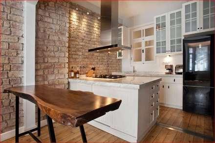 DICLE HOKENEK ARCHITECTURE – SO EVI: modern tarz Mutfak